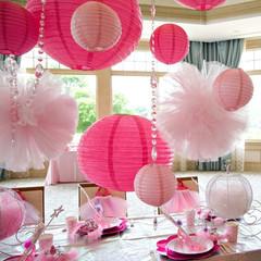 Rosa papirlanterner med pom poms