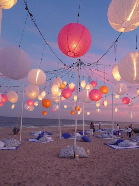 papir lanterner på stranden