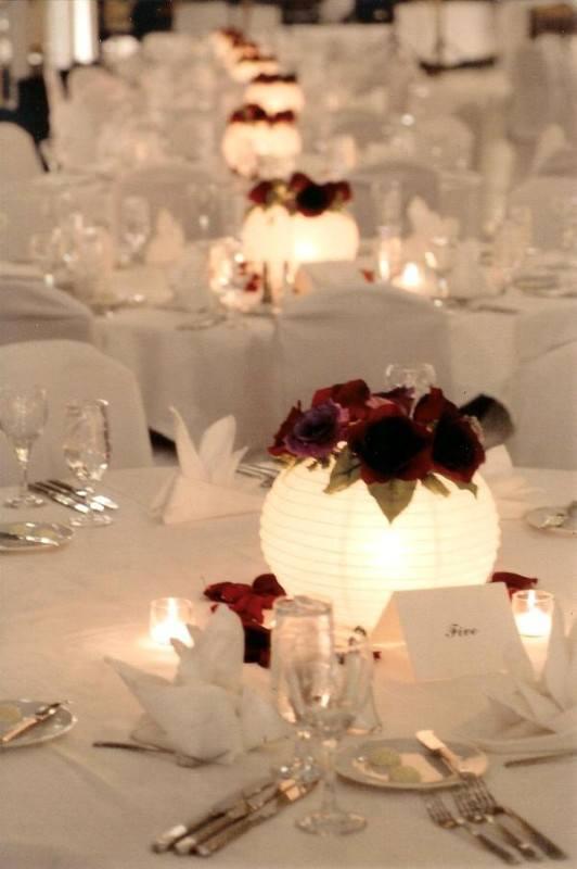 papirlanterne med lys på bord woweffekt bryllup
