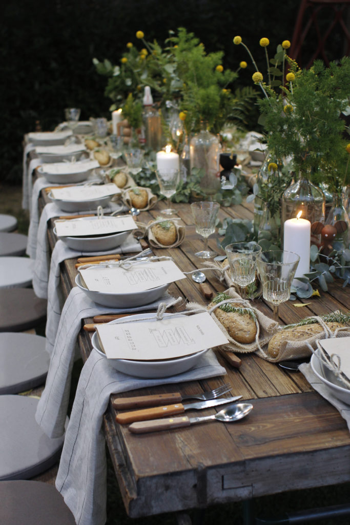 Bord dekket utendørs