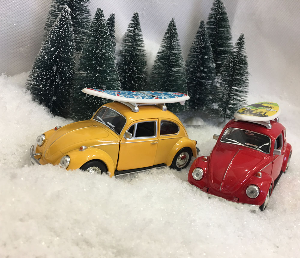 VW Bobler med surfebrett på taket