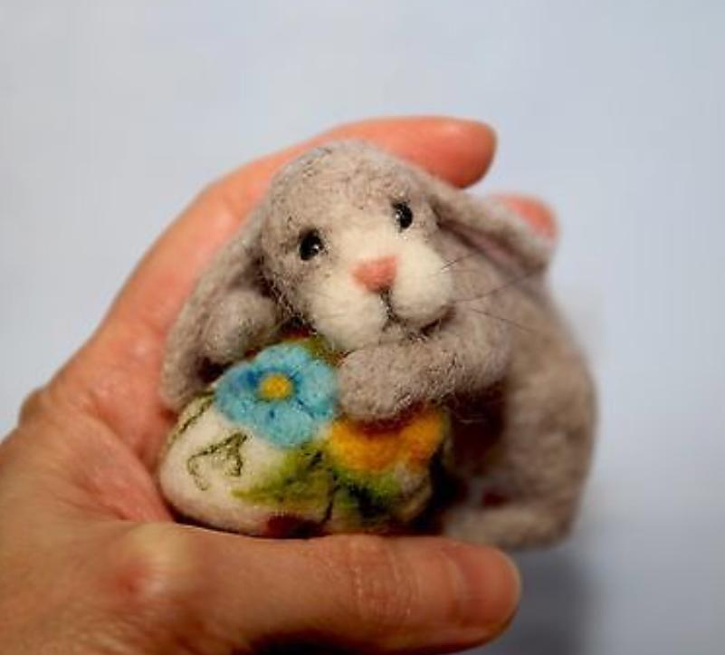 nålefiltet baby kanin påske fremside