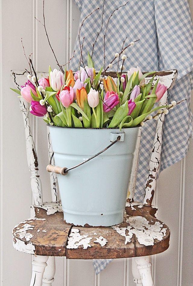 tulipaner i bøtte påske